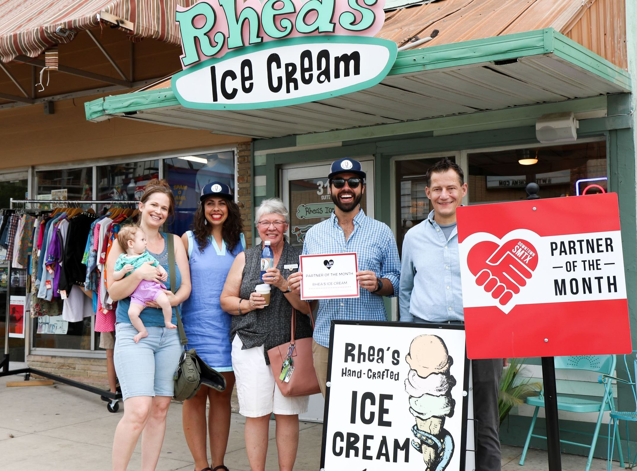 Rhea's Ice Cream Group Picture